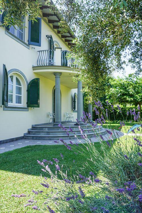 Villa  Allegra : Outside view