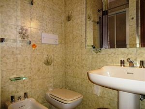 Villa Ciliegia : Bagno con doccia
