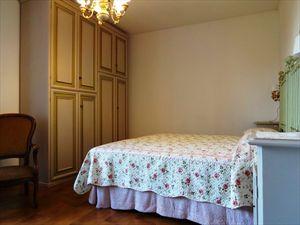 Villa Ciliegia : спальня с двуспальной кроватью