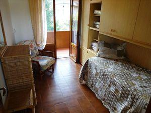 Villa Ciliegia : спальня с односпальной кроватью