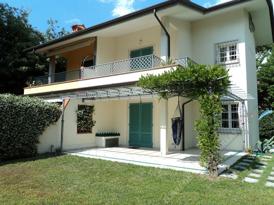 Villa White  semi detached villa to rent and for sale Forte dei Marmi