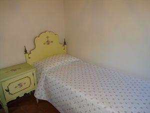 Villa dei Gelsomini  : спальня с односпальной кроватью