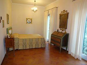 Villa dei Gelsomini  : спальня с двуспальной кроватью