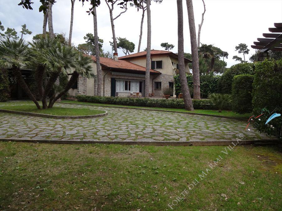 Villa dei Gelsomini  detached villa to rent Forte dei Marmi
