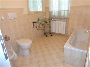 Appartamento Giardino : Ванная комната с душем