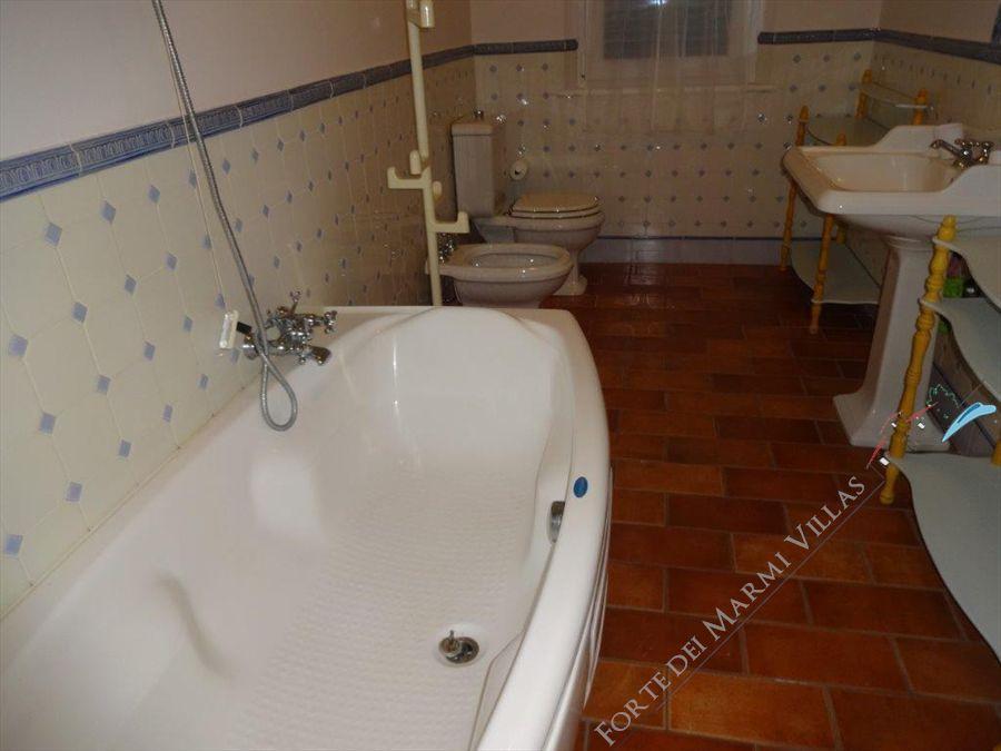 Villa Marinella : Bagno con vasca