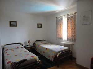 Villa Scirocco : спальня с двумя кроватями