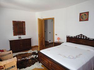 Villa Scirocco : спальня с двуспальной кроватью