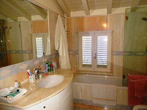 Appartamento Vista Mare  : Bathroom with shower