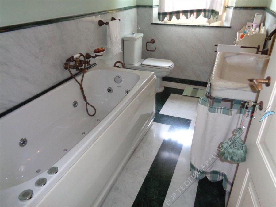 Villa Casolare  Azzurro  : Bathroom with tube
