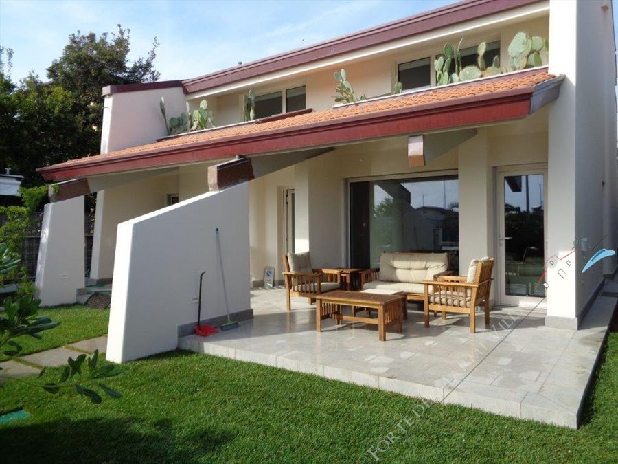 Villa Cactus detached villa to rent Forte dei Marmi