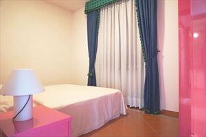 Villa Maria : спальня с двуспальной кроватью