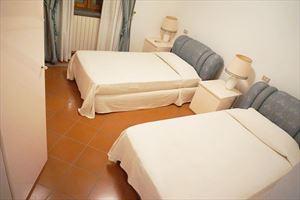 Villa Maria : спальня с двумя кроватями