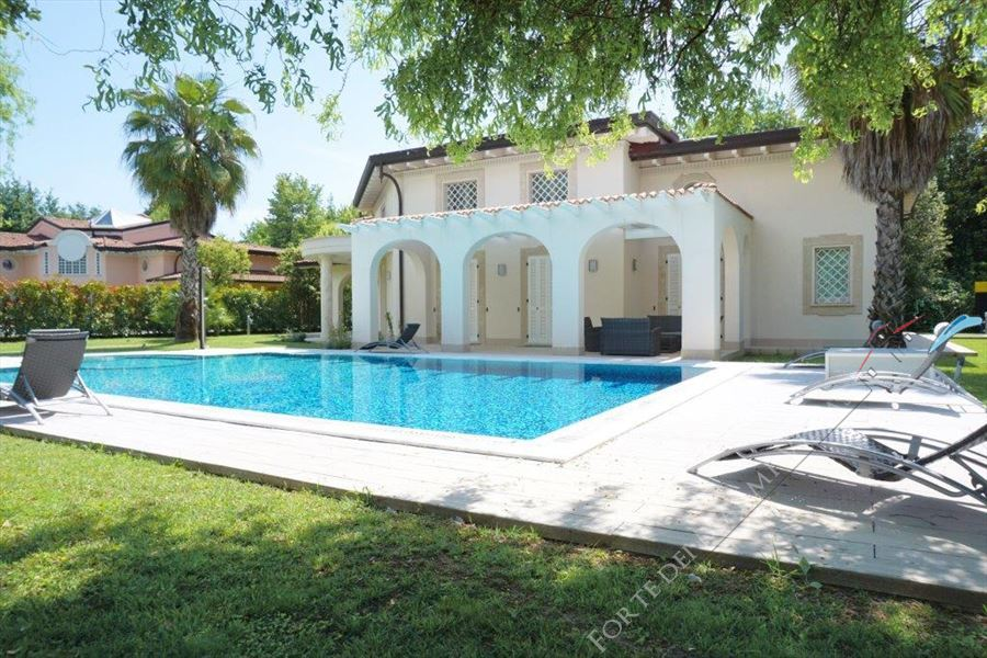 Villa Puccini Forte detached villa to rent and for sale Forte dei Marmi