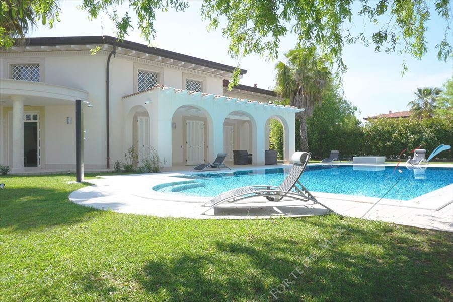 Villa Puccini Forte - Detached villa to Rent and for Sale Forte dei Marmi