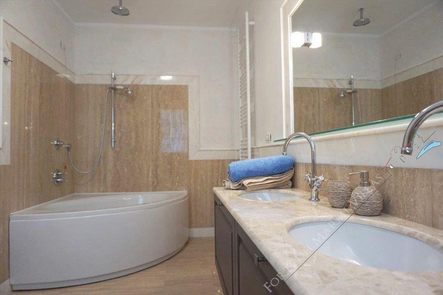 Villa Puccini : Bagno con vasca