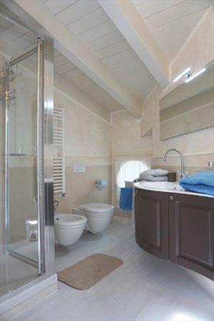 Villa Puccini : Bagno con doccia