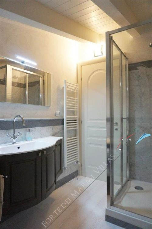 Villa Puccini : Bathroom with shower