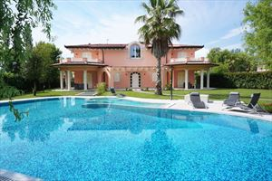 Villa Mozart Forte : detached villa to rent and for sale Caranna Forte dei Marmi