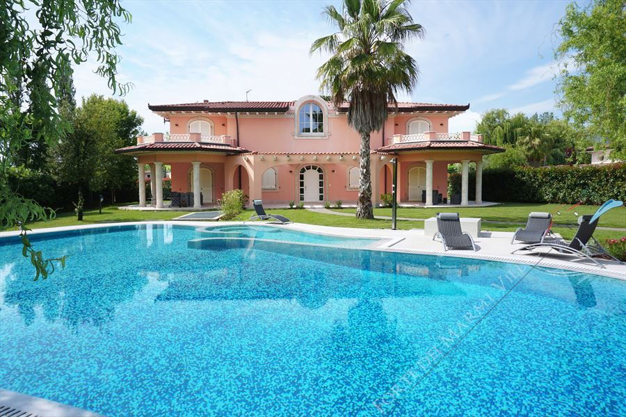 Villa Mozart Forte detached villa to rent and for sale Forte dei Marmi