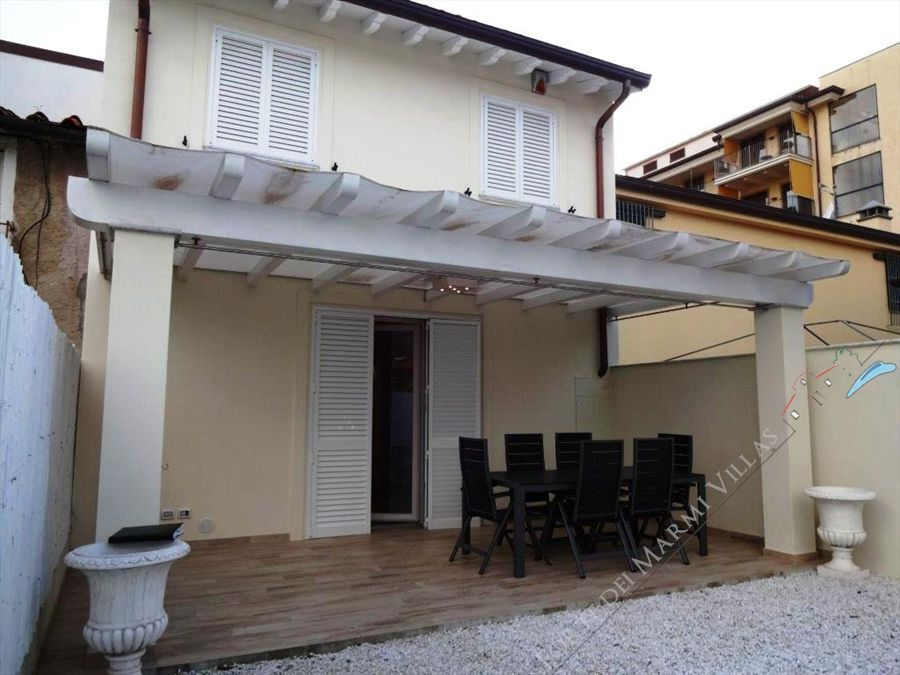 Villetta Class terraced villa to rent and for sale Forte dei Marmi