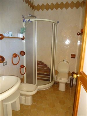 Villa Viscardo : Bathroom with shower