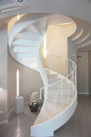 Villa Decor  : лестница с деревянным покрытием