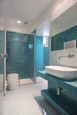 Villa Decor  : Bathroom with shower