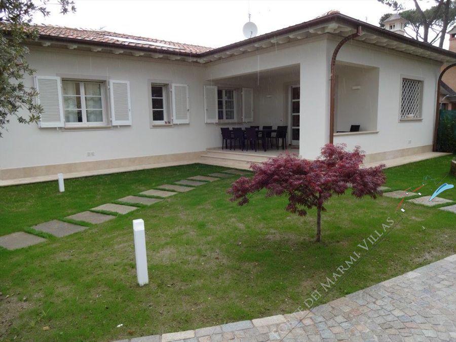 Villa Nuova   detached villa to rent Forte dei Marmi