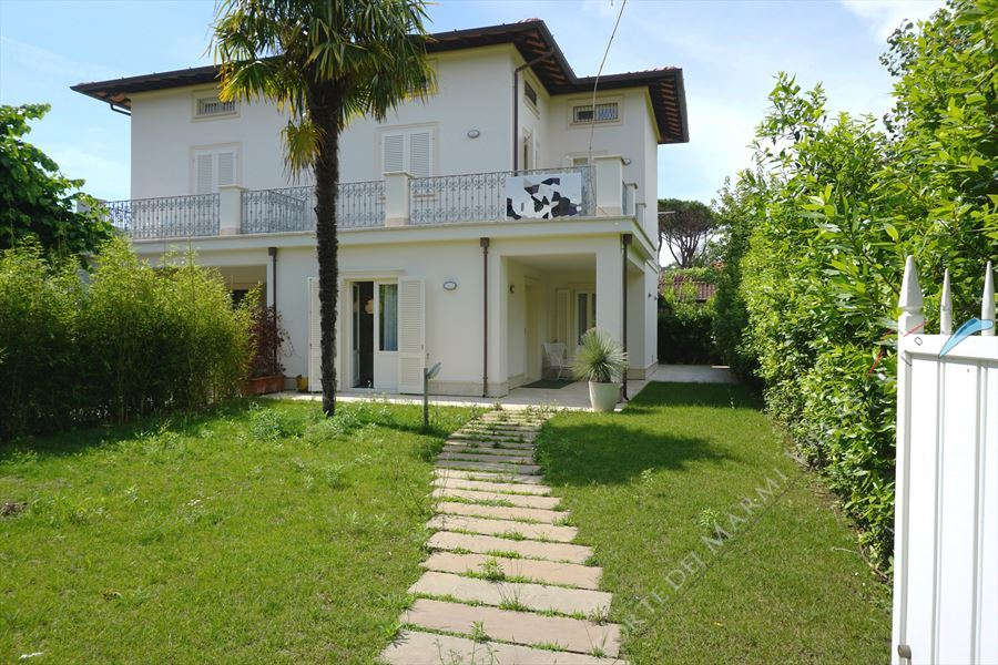 Villa Decor  semi detached villa to rent and for sale Forte dei Marmi