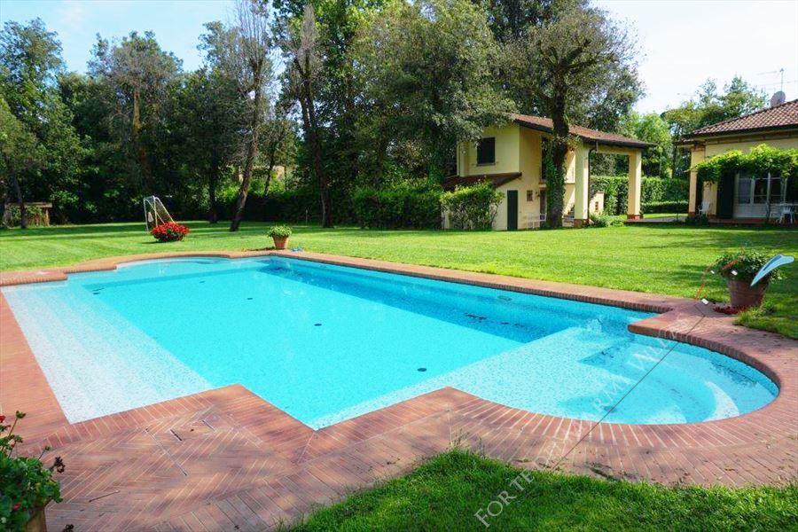 Villa Favola detached villa to rent Forte dei Marmi