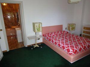 Villa Classic  : спальня с двуспальной кроватью