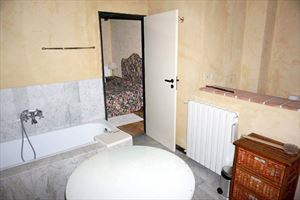 Villina Frontemare : Bathroom with tube