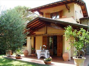 Villa Lana: Semi detached villa Forte dei Marmi