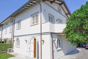 Villa Tremonti: Terraced villa Forte dei Marmi