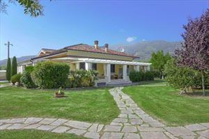 Villa Divina : detached villa to rent and for sale  Forte dei Marmi
