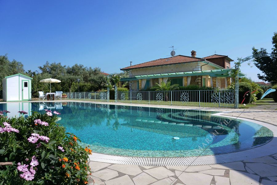 Villa Divina detached villa to rent and for sale Forte dei Marmi
