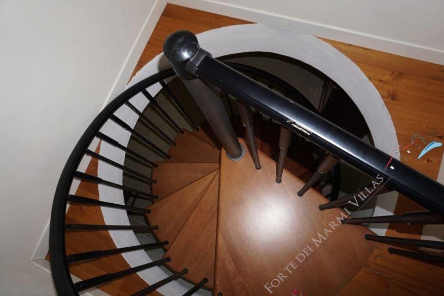 Villa Divina : Wooden stairs