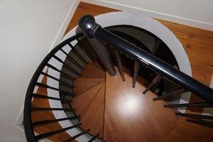 Villa Divina : лестница с деревянным покрытием
