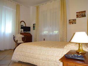 Villa Agnelli  : спальня с двуспальной кроватью