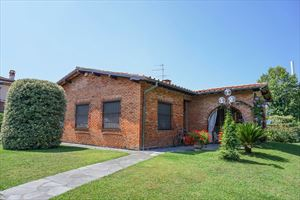 Villa Cesare : detached villa to rent and for sale Centro storico Forte dei Marmi