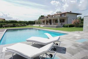 Detached  Villa Reality with swimming pool villa singola affitto e vendita Marina di Pietrasanta
