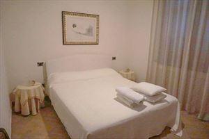 Villa Pietrasantese : спальня с двуспальной кроватью