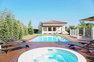 Villa Benigni  villa singola in affitto e vendita Vaiana Forte dei Marmi