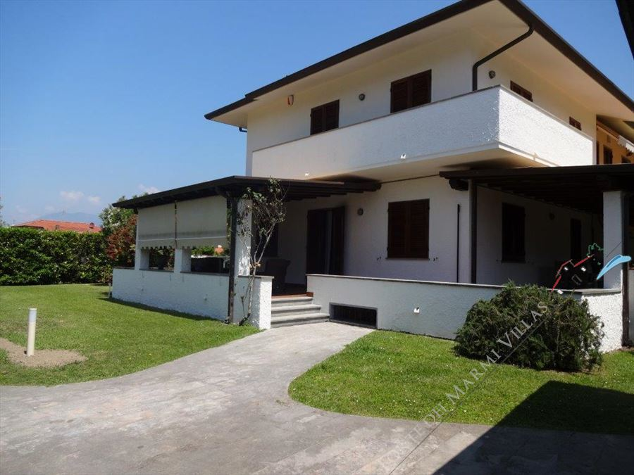 Villa   Pavone semi detached villa to rent and for sale Forte dei Marmi