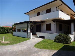 Villa  Dei Pavoni: Semi detached villa Forte dei Marmi