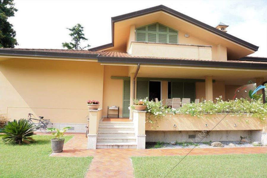 Villa Magnolia - Detached villa For Sale Forte dei Marmi