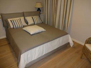 Villa  Dei Pavoni : спальня с двуспальной кроватью