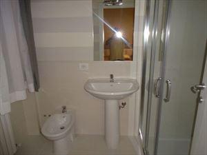 Villa  Dei Pavoni : Ванная комната с ванной