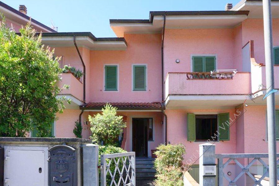 Villino Alessandro terraced villa to rent Forte dei Marmi